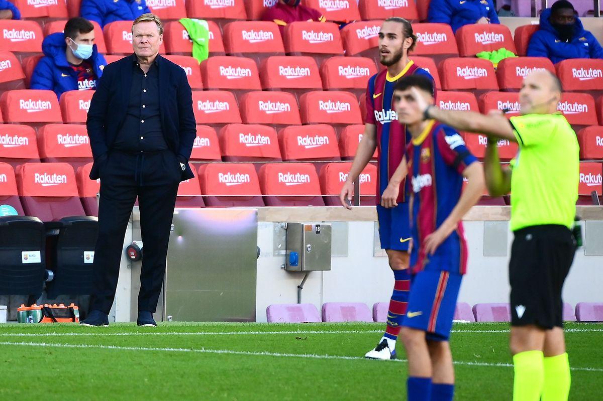 Barcelonas Trainer Ronald Koeman steht in der Kritik.