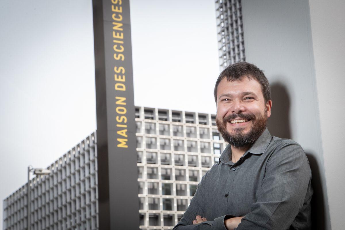 Depuis 2014, Joël Billieux est membre du groupe de travail de l'OMS sur les dépendances associées à l'utilisation excessive d'Internet, des ordinateurs et des téléphones intelligents.