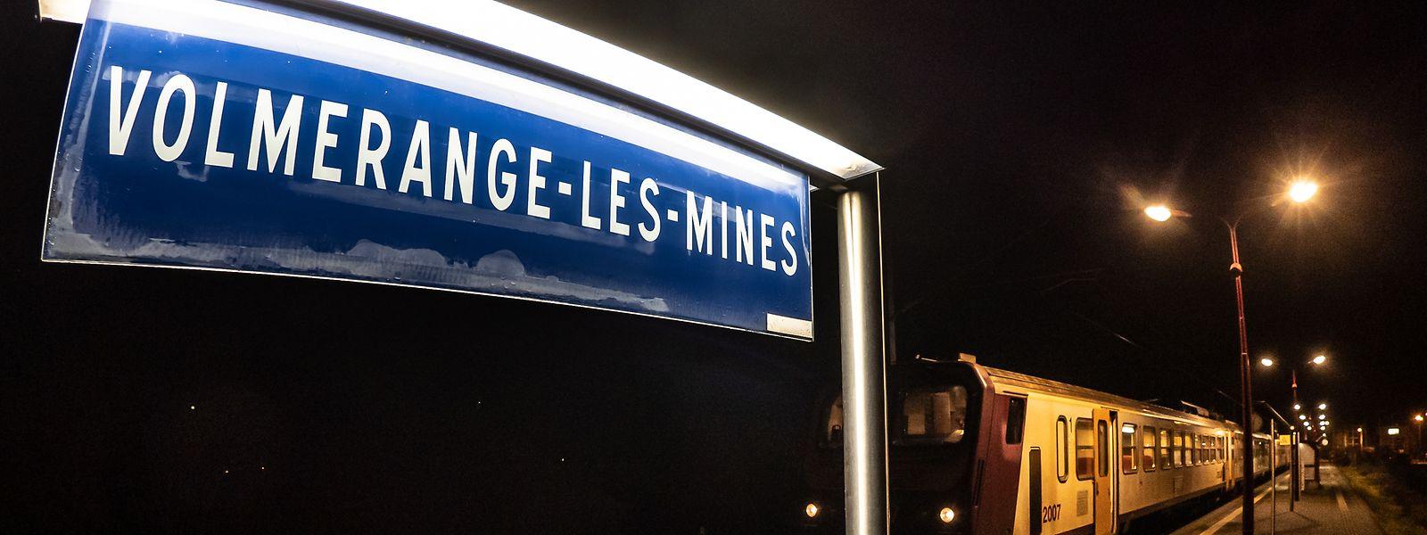 Volmerange-les-Mines, bien que commune française, a la particularité de posséder sur son territoire une gare desservie uniquement par des trains des CFL.