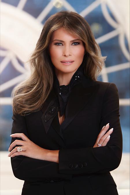 « Je suis honorée de servir comme première dame et je suis impatiente de travailler au nom du peuple américain dans les prochaines années », a assuré Melania Trump dans le communiqué officiel qui accompagne le portrait.