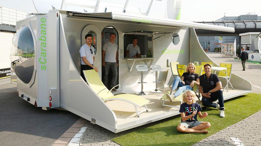 Dieses futuristische Mobilheim dürfte der Top-Hingucker im Freigelände werden. Vor Halle 15 positioniert Green Cat Technologies den sCarabane, der auch als Caravan durchgehen würde. Der sCarabane ist im Stand ausfaltbar und kann damit den vorhandenen Platz erweitern.