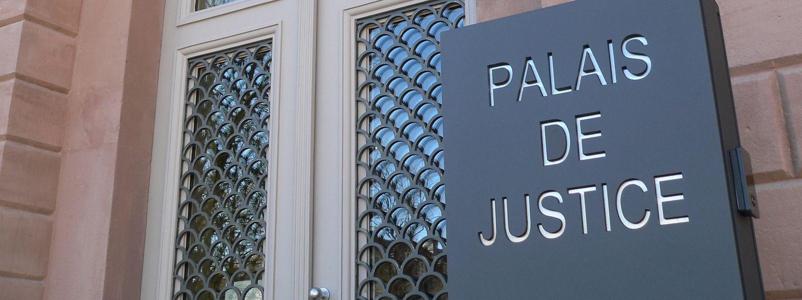 Der Angeklagte war nicht zum Prozess erschienen. Dennoch fand die Verhandlung statt.
