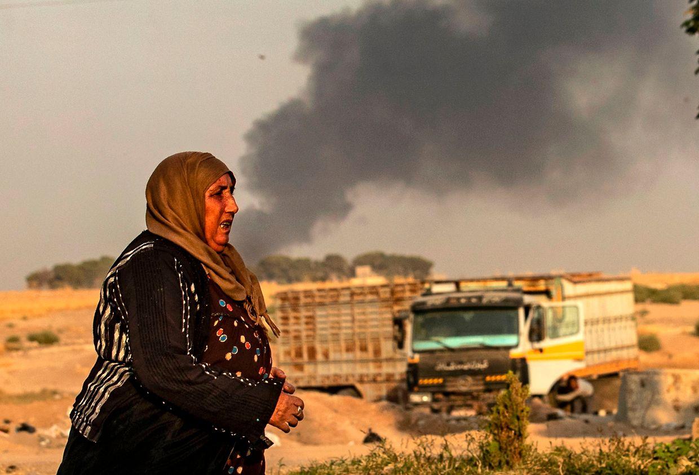 Bilder aus dem syrischen Grenzgebiet zeigten flüchtende Zivilisten und dunkle Rauchwolken.