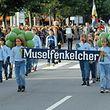"""Auch beim Trauben- und Weinfest dürfen die """"Muselfénkelcher"""", wie hier anno 2001, nicht fehlen"""