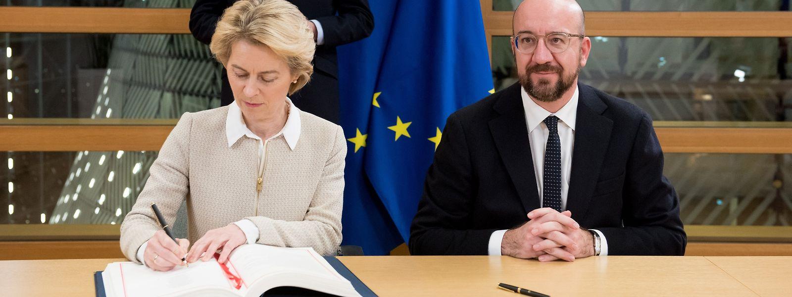 Nach der Unterzeichnung kann der Vertrag durch das EU-Parlament ratifziert werden.