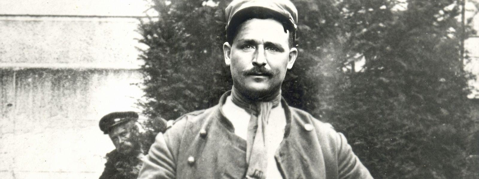 Radsportlegende Francois Faber als Fremdenlegionär kurz vor seinem Tod 1915. Die Künstliche Intelligenz lässt ihn für kurze Zeit lebendig werden.