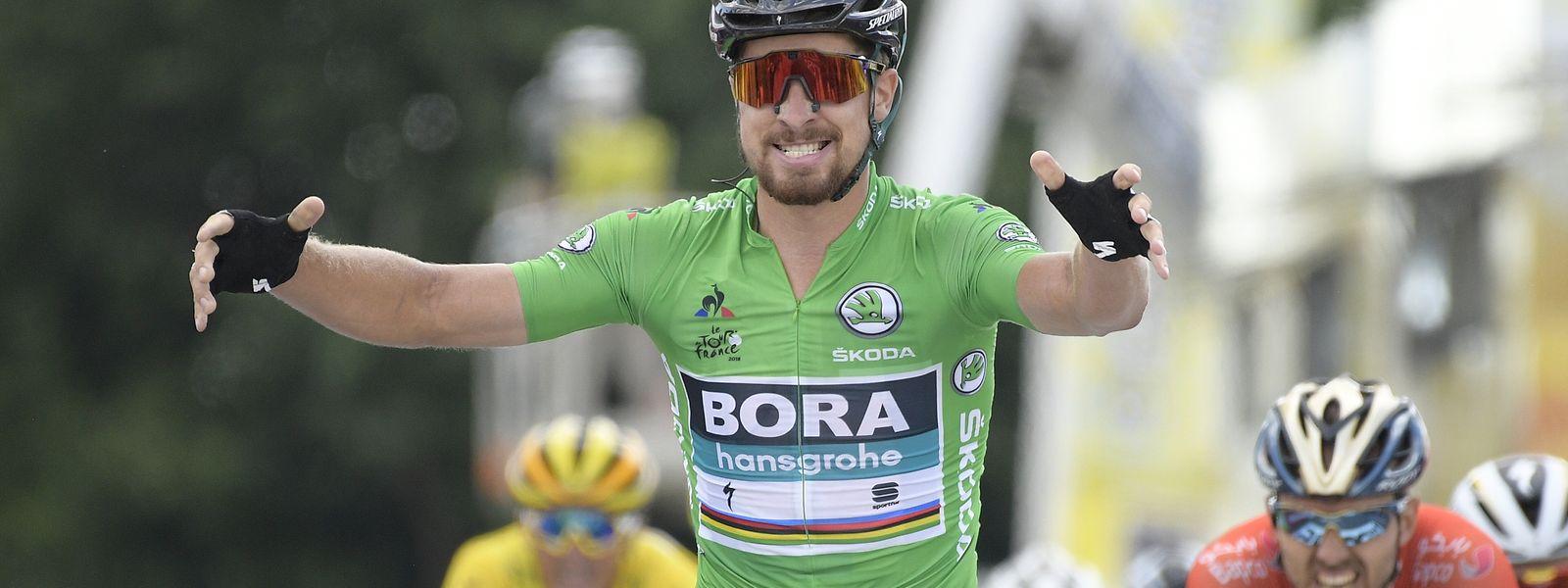 11.07.2018, Frankreich, Sarzeau: Radsport: Tour de France, Lorient - Quimper (204,50 km), 5. Etappe: Peter Sagan aus der Slowakei vom Bora-Hansgrohe jubelt beim Überqueren der Ziellinie. Foto: Yorick Jansens/BELGA/dpa +++ dpa-Bildfunk +++