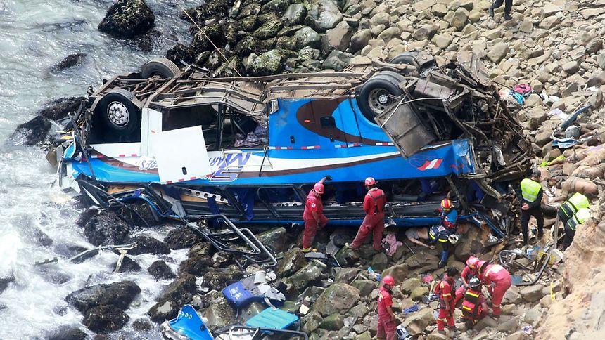 Seuls six occupants du car ont été retrouvés vivants et hospitalisés, dont quatre dans un état grave.