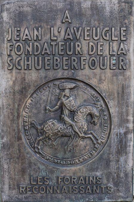 Als Dank an den Gründer der Fouer spendeten die Schausteller im Jahr 1975 diese Tafel.