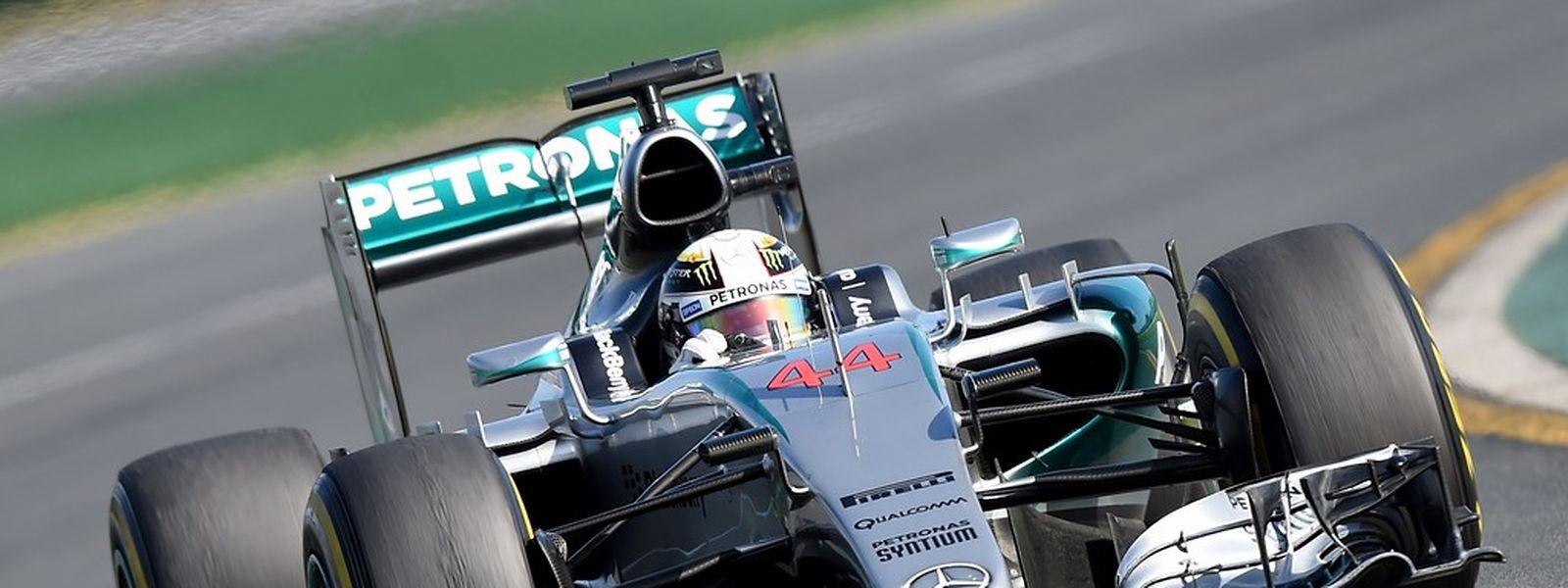 Lewis Hamilton não deu hipóteses à concorrência em Melbourne