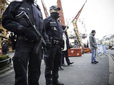Reisen in Terrorcamps und die Verherrlichung und Finanzierung von Terroristen sind hierzulande bereits strafbar.