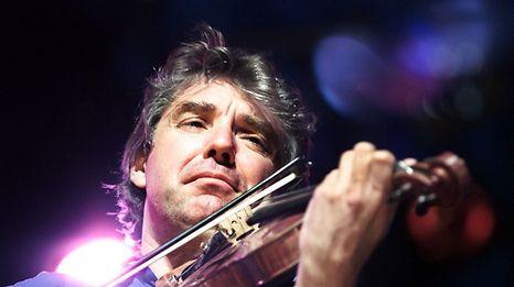 Né à Calais le 11 février 1956 dans une famille franco-écossaise, fils d'un professeur de musique, Didier Lockwood s'était intéressé très tôt à l'improvisation grâce à son frère aîné Francis, pianiste de jazz.