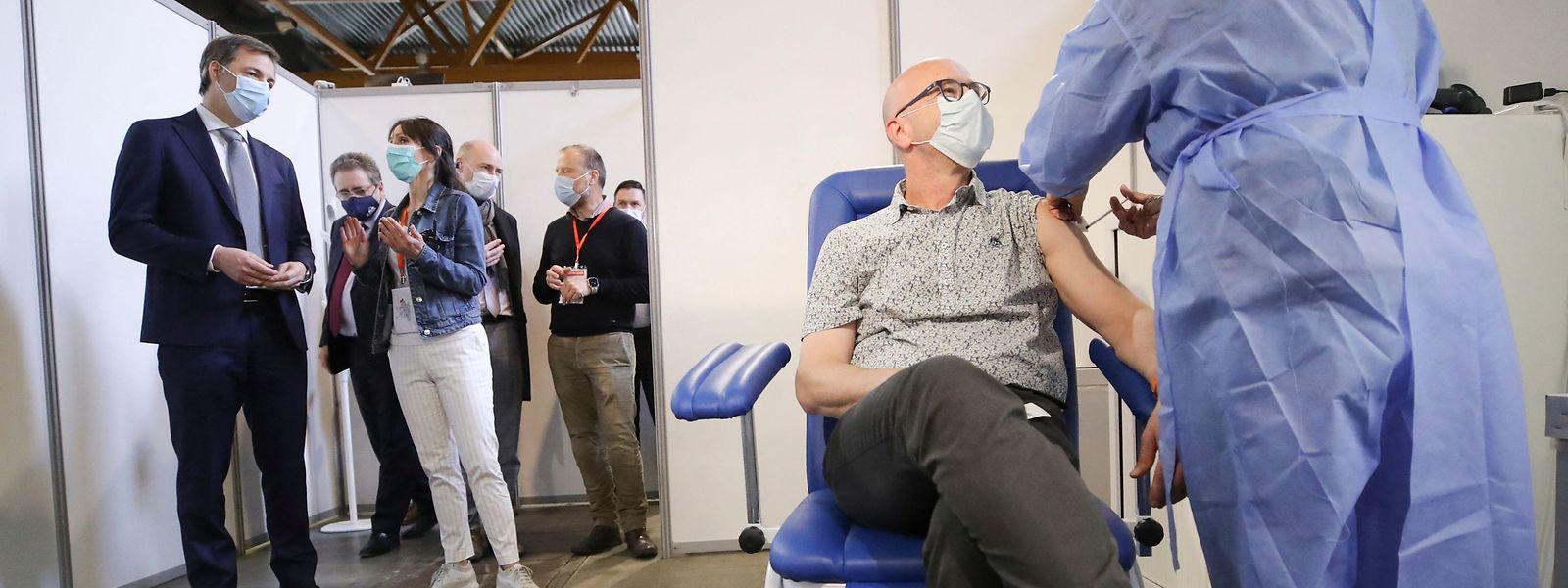 Le Premier ministre belge doit maintenant veiller à ce que la distribution des vaccins anti-covid ne vire pas au détriment de telle ou telle communauté.