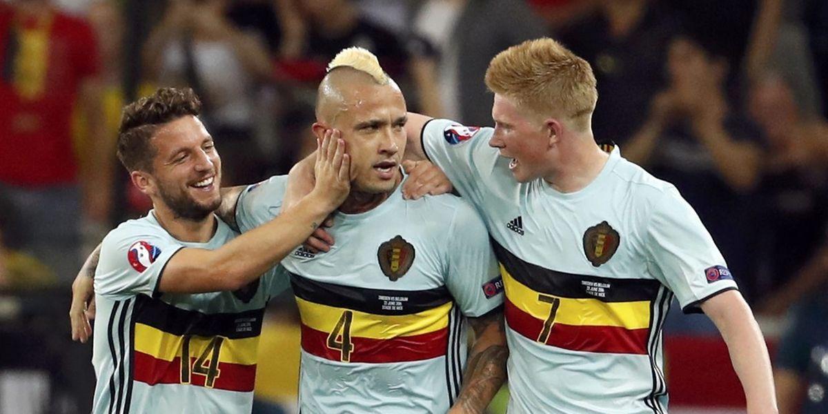 Radja Nainggolan félicité par Dries Mertens et Kevin De Bruyne. Les individualités belges ont fait la différence.