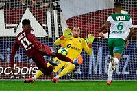 Metz' French Senegalese midfielder Opa N'Guette (L) shoots and scores past Saint-Etienne's French goalkeeper Stephane Ruffier (C) during  the French L1 football match between Metz (FCM) and Saint-Etienne (ASSE) at the Saint Symphorien Stadium in Longeville-les-Metz, eastern France, on February 2, 2020. (Photo by JEAN-CHRISTOPHE VERHAEGEN / AFP)
