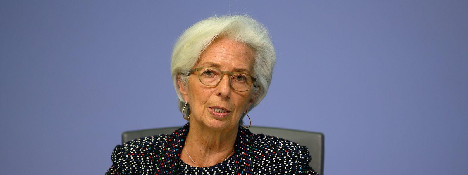 Christine Lagarde führt das Anleihenkaufprogramm der EZB fort. Manche Ökonomen befürchten eine stärkere Inflation. Andere erwarten eher eine Deflation.