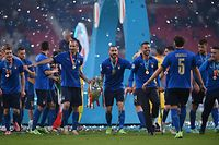 Italy's defender Giorgio Chiellini (C-L) and Italy's defender Leonardo Bonucci (C-R) pose with the European Championship trophy after Italy won the UEFA EURO 2020 final football match between Italy and England at the Wembley Stadium in London on July 11, 2021. (Photo by Laurence Griffiths / POOL / AFP)