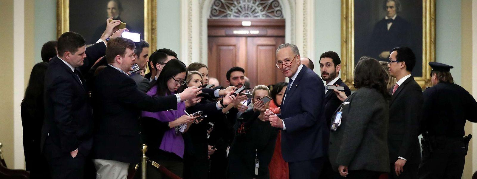Der Demokrat Chuck Schumer, Minderheitenführer im Senat, im Gespräch mit der Presse.