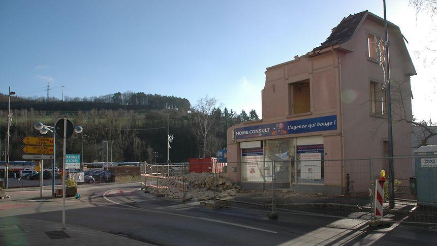 Der Abriss der beiden Häuser an der Kreuzung Rue du Canal und Rue Prince Henri markierte vor kurzem den Auftakt von bedeutenden Umgestaltungsarbeiten im Ettelbrücker Bahnhofsviertel.