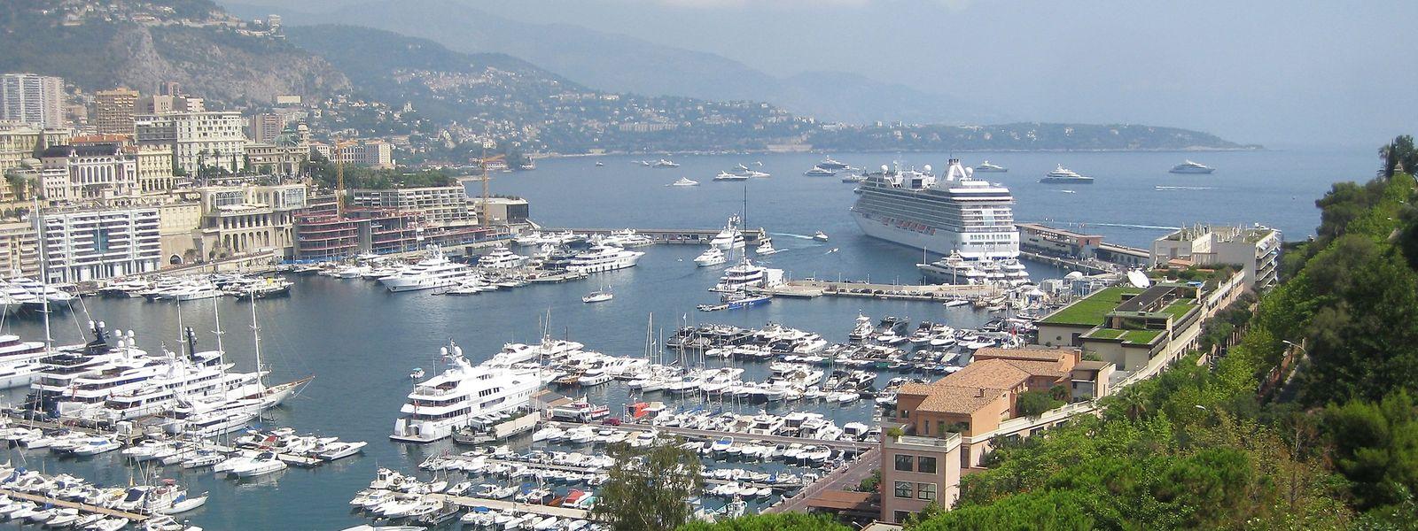 Blick vom Rocher auf den Hafen von Monte-Carlo und die dort anliegende Riviera.
