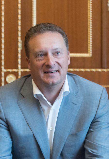 2013 zog Ptschelintsow nach einer Karriere bei internationalen Großbanken in Russland mit seiner Familie nach Luxemburg.