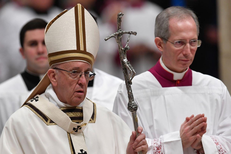 Der Papst hat an Heiligabend mehr Mitgefühl für Flüchtlinge gefordert.