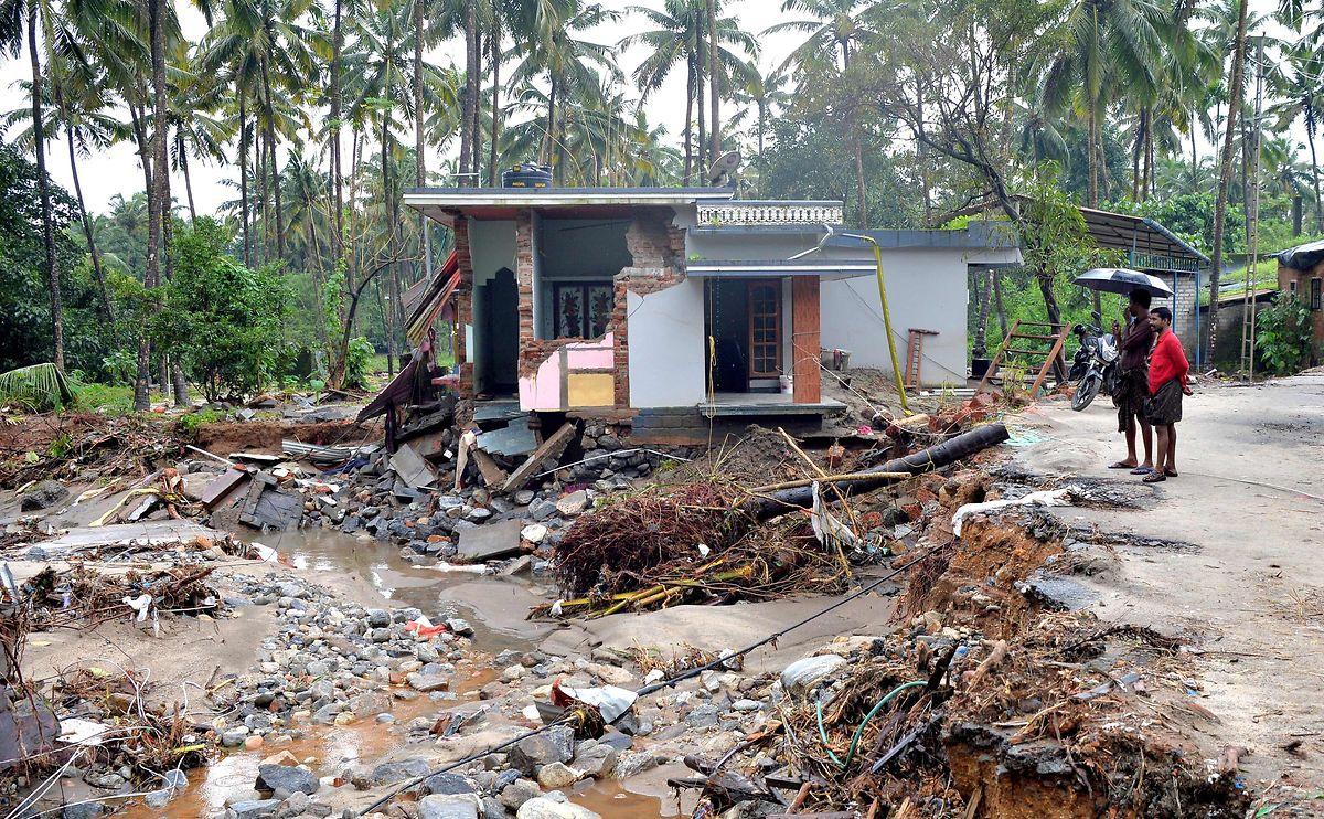 Häuser von Wassermassen zerstört: Im Dorf Kannapanakundu, 422 km nördlich von Trivandrum, herrscht ein Bild der Verwüstung.
