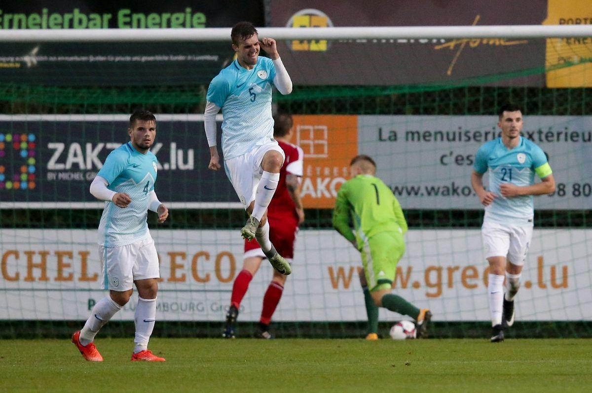 Zan Zuzek exulte, il vient d'ouvrir le score au stade Jos Haupert.