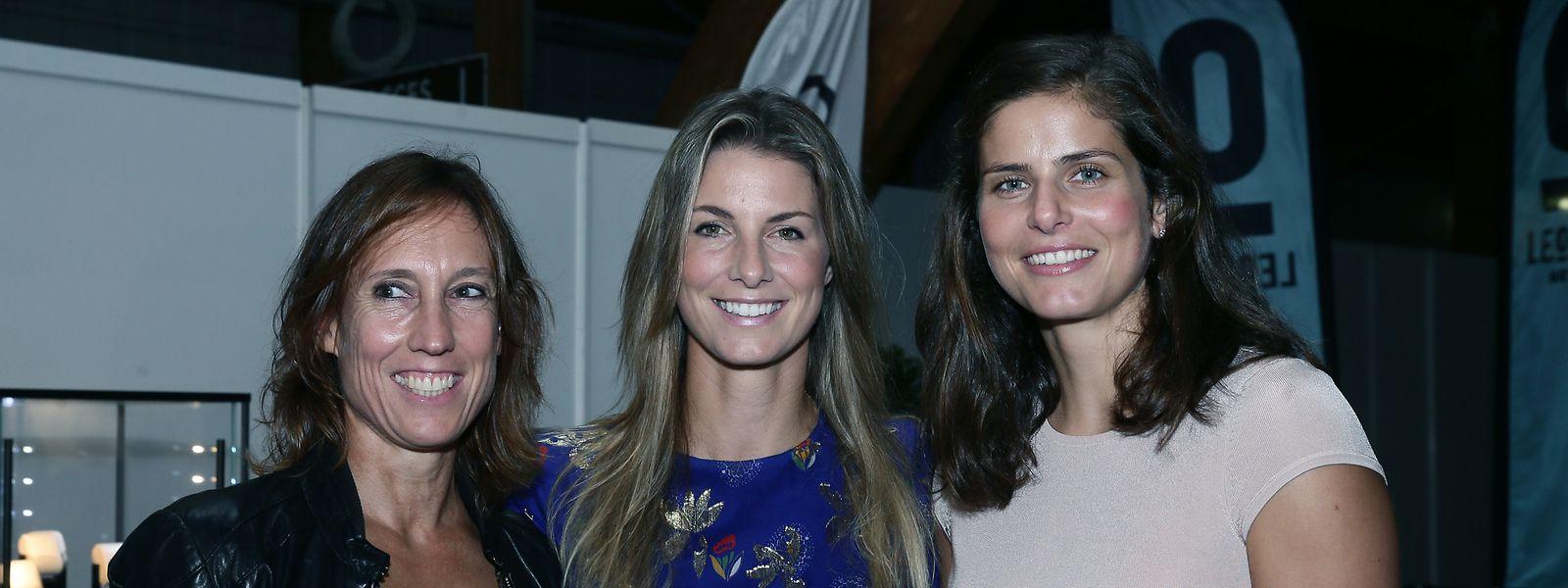 Gut gelaunt: Fed-Cup-Kapitän Anne Kremer, Mandy Minella und Titelverteidigerin Julia Görges (v.l.n.r.).