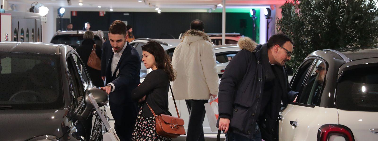 Am Autofestival beteiligten sich in diesem Jahr 80 Autohändler. Im Mittelpunkt des Interesses standen auch Elektroautos – verkauft wurden allerdings nur wenige.