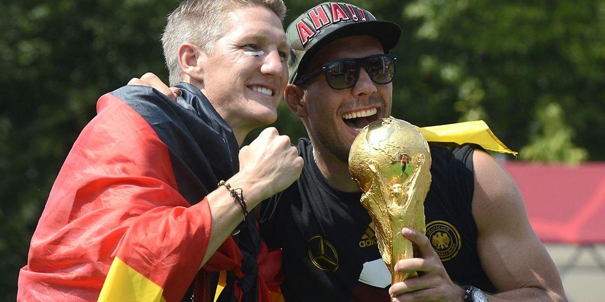 Wenige Wochen nach dem Rücktritt von Bastian Schweinsteiger am 29. Juli beendete damit der letzte schon beim deutschen Sommermärchen 2006 beteiligte Profi seine Laufbahn im DFB-Team.