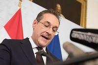 Suite à la publication d'une vidéo qui a provoqué son départ du gouvernement, l'ex-vice-chancelier autrichien d'extrême droite Heinz-Christian Strache porte plainte contre les auteurs présumés du document.