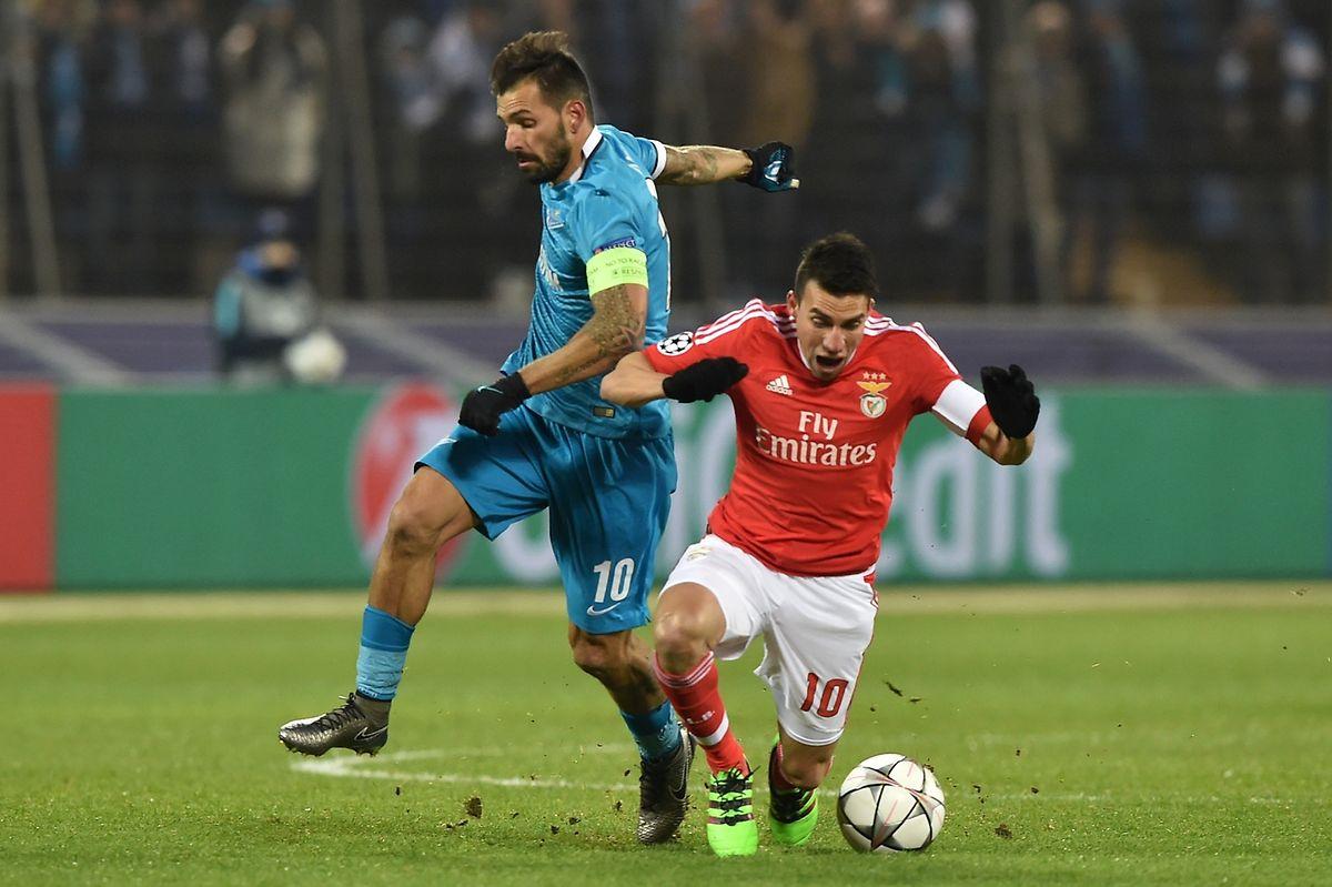 O capitão Nico Gaitan (de vermelho) foi o autor do golo do empate do Benfica