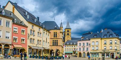 This medieval town with cobbled streets invites you to admire its architecture, stroll by its lake, or take a walk through the wolf gorge on its borders