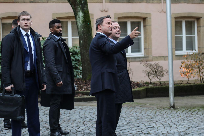 Dmitri Medwedew beim Rundgang durch die Altstadt.