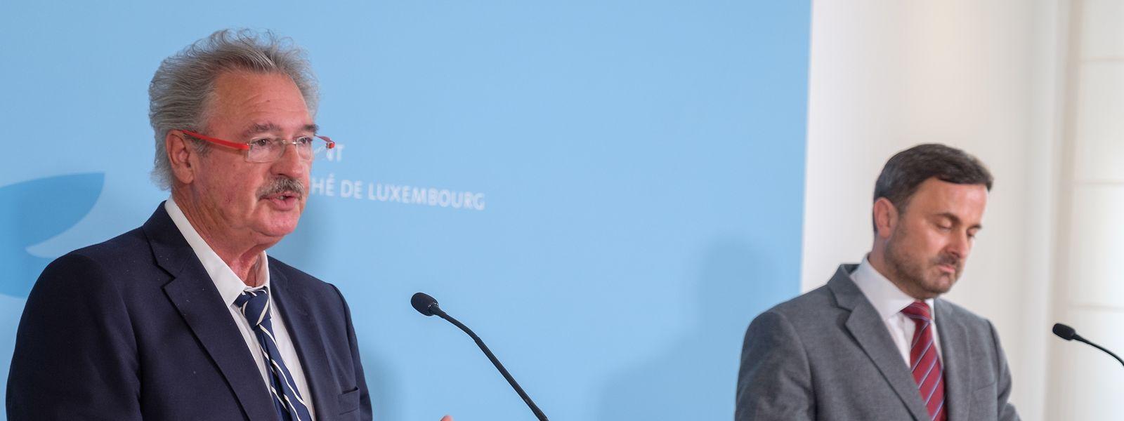 Le ministre des Affaires étrangères Jean Asselborn (à g.) au côté du Premier ministre Xavier Bettel lors du briefing à la presse du conseil de gouvernement de vendredi.