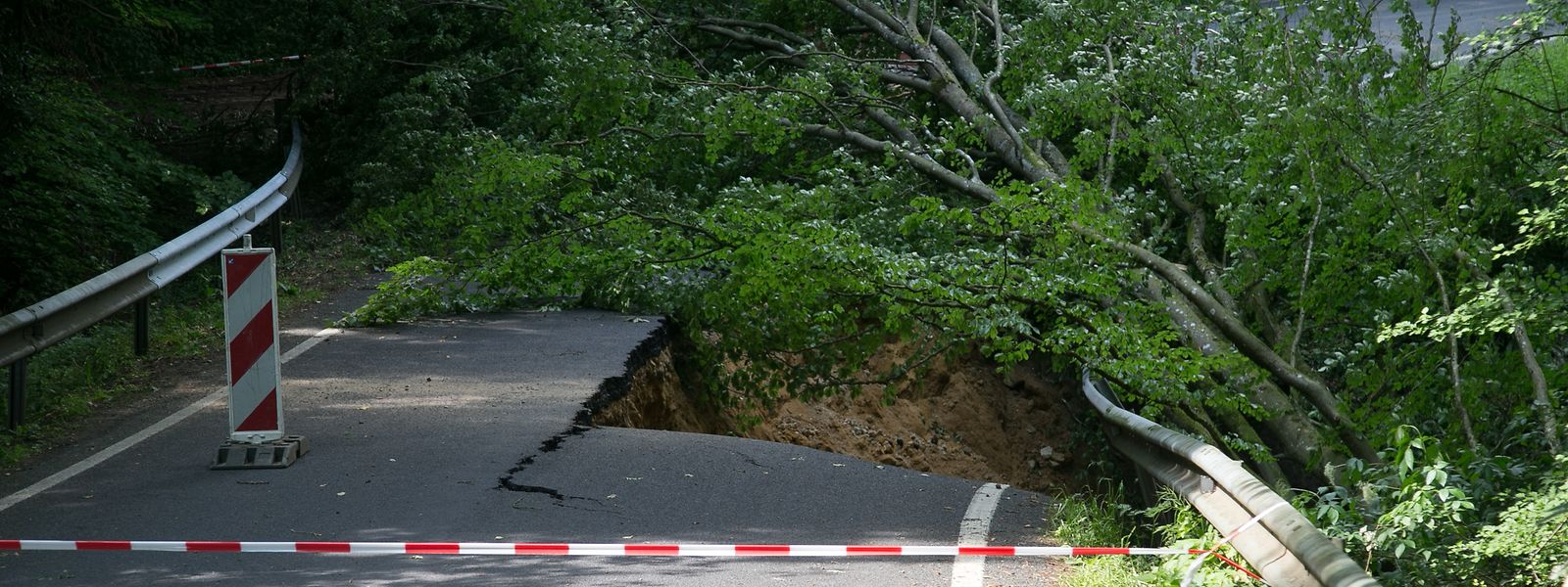 Wie hier bei Haller haben die Fluten mehrere Landstraßen rund um Berdorf und Befort zerstört.