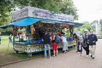 Lokales,Kirmes an der Stad. Parc Merl,.Entenfischen,Shirley Clement.Foto: Gerry Huberty/Luxemburger Wort