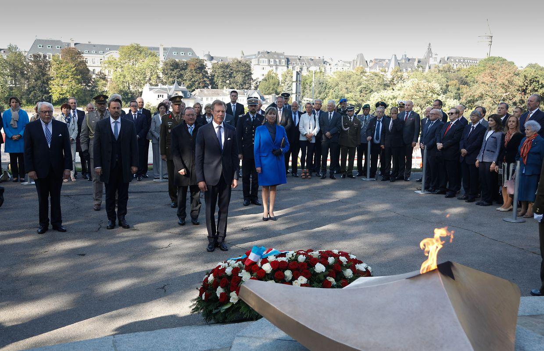 Die offiziellen Erinnerungsfeierlichkeiten an den 75. Jahrestag der Befreiung der Hauptstadt durch die alliierten Truppen begannen mit einer Kranzniederlegung am Monument de la solidarité luxembourgeoise.