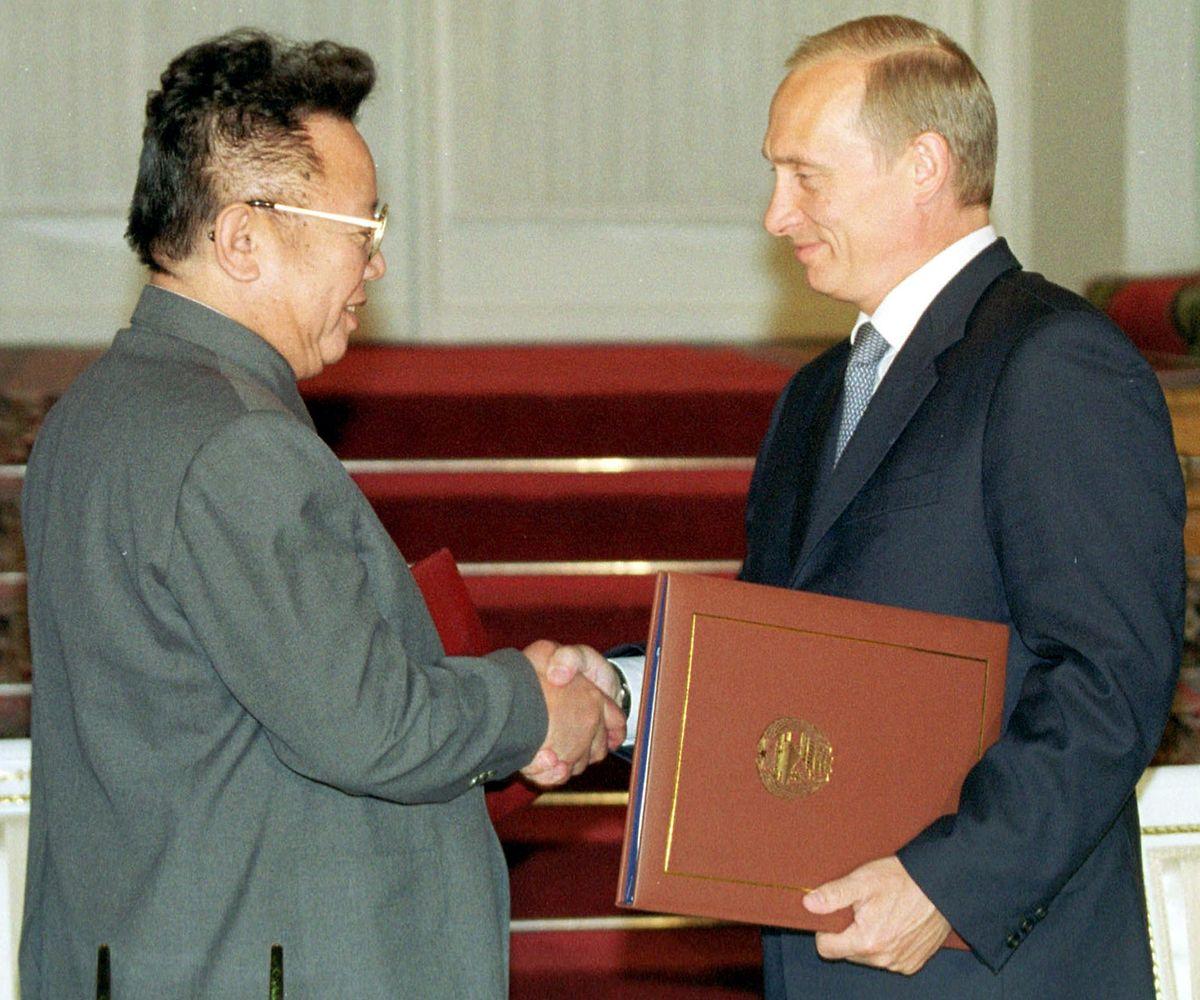 Wladimir Putin und der mittlerweile verstorbene Staatschef Kim Jong-Il bei einem Treffen im Jahr 2001.