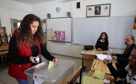 Verfassung | Zwei Tote bei Zusammenstoß bei Referendum in der Türkei