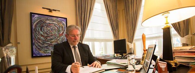 """Der Parlamentspräsident Mars Di Bartolomeo in seinem Büro auf dem """"Krautmaart""""."""