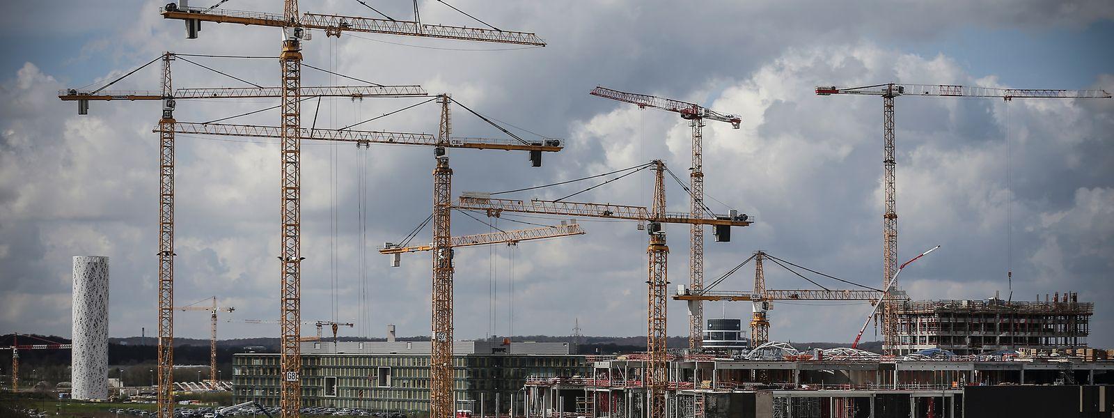 Gemessen an der Zahl der Baukräne im Ban de Gasperich müsste sich die Luxemburger Wirtschaft imTurbomodus befinden. Durch die EU-Herbstprognose erhält diese Einschätzung einen Dämpfer.