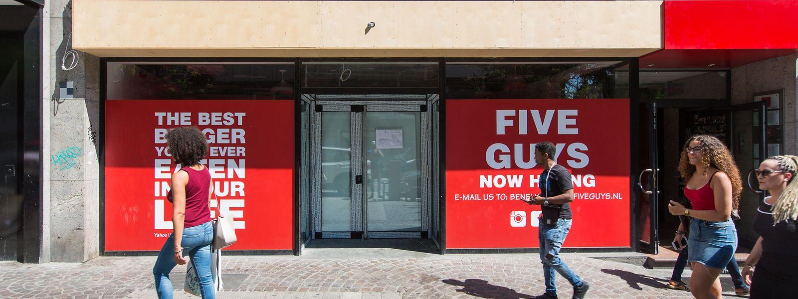Die Arbeiten im Inneren des geplanten Fast-Food-Restaurants liegen derzeit still.