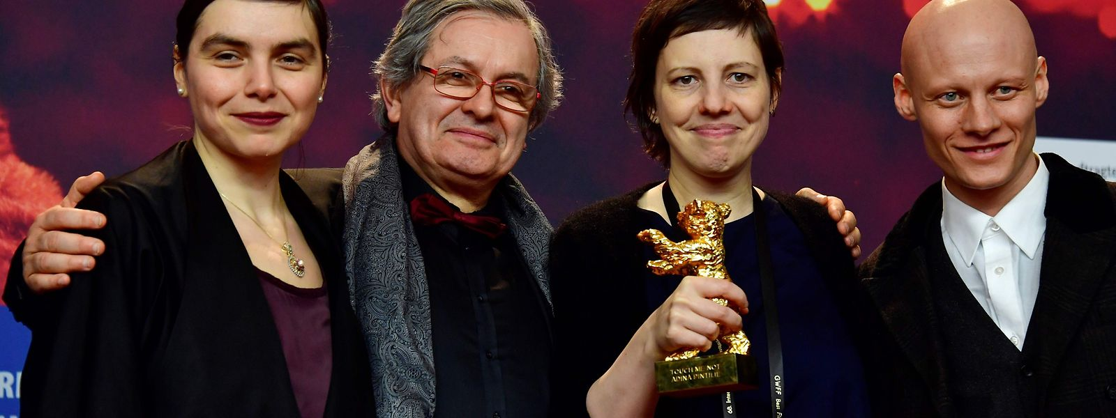La réalisatrice Adina Pintilie reçoit l'Ours d'or