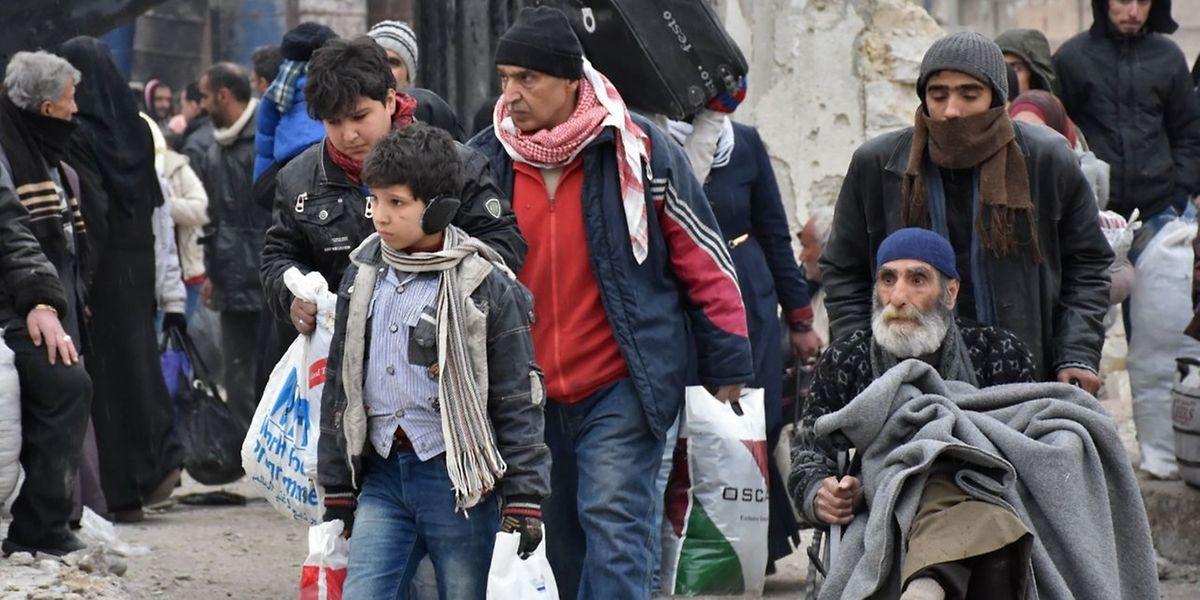 Die neben Damaskus größte Stadt Syriens gehört zu den am stärksten umkämpften Gebieten im fast sechs Jahre dauernden Bürgerkrieg.