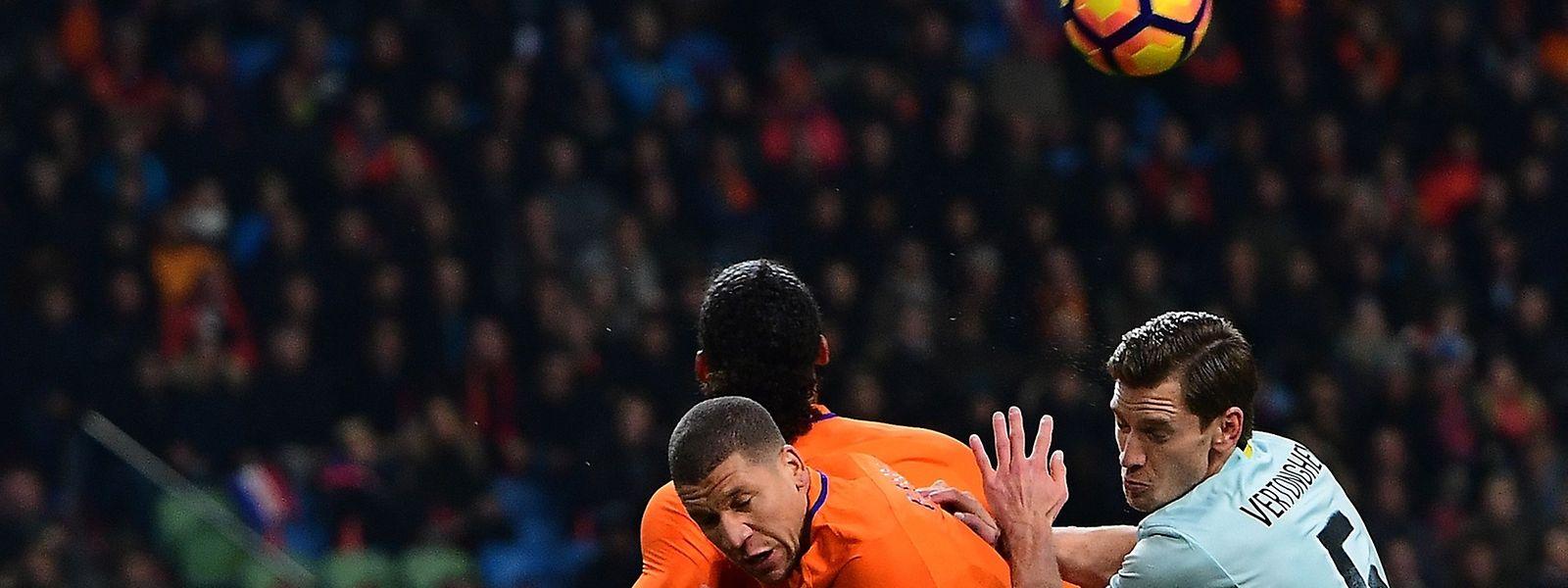 Jeffrey Bruma (orange) spielte am Mittwoch mit den Niederlanden 1:1 gegen Belgien.