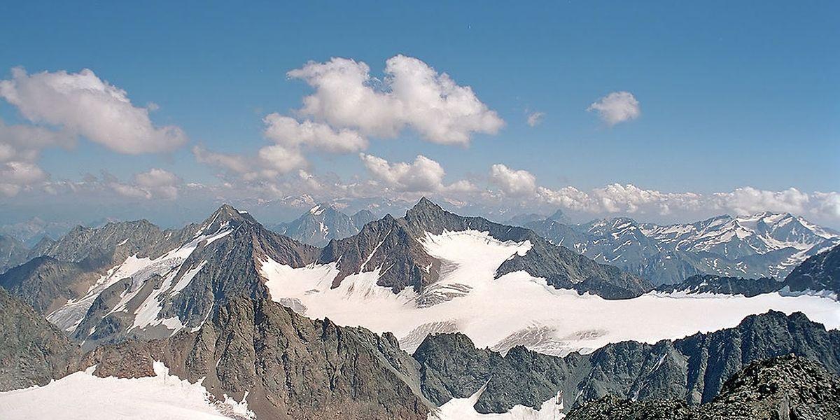 Der Alpeiner Ferner Gletscher liegt am Osthang der 3.474 Meter hohen Rudolfspitze.