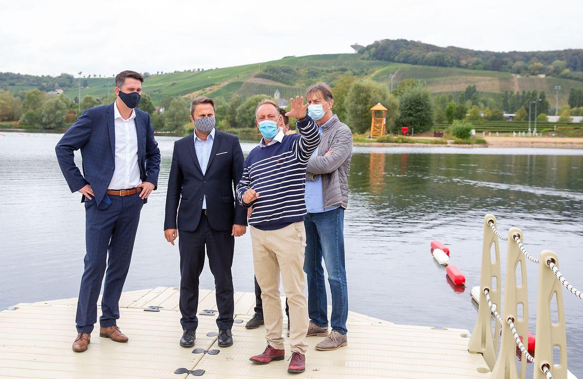 Lex Delles et Xavier Bettel ont visité le site du Baggerweier au côté de Ramon Hemmer, directeur de l'«Erliefnis Baggerweier ASBL».