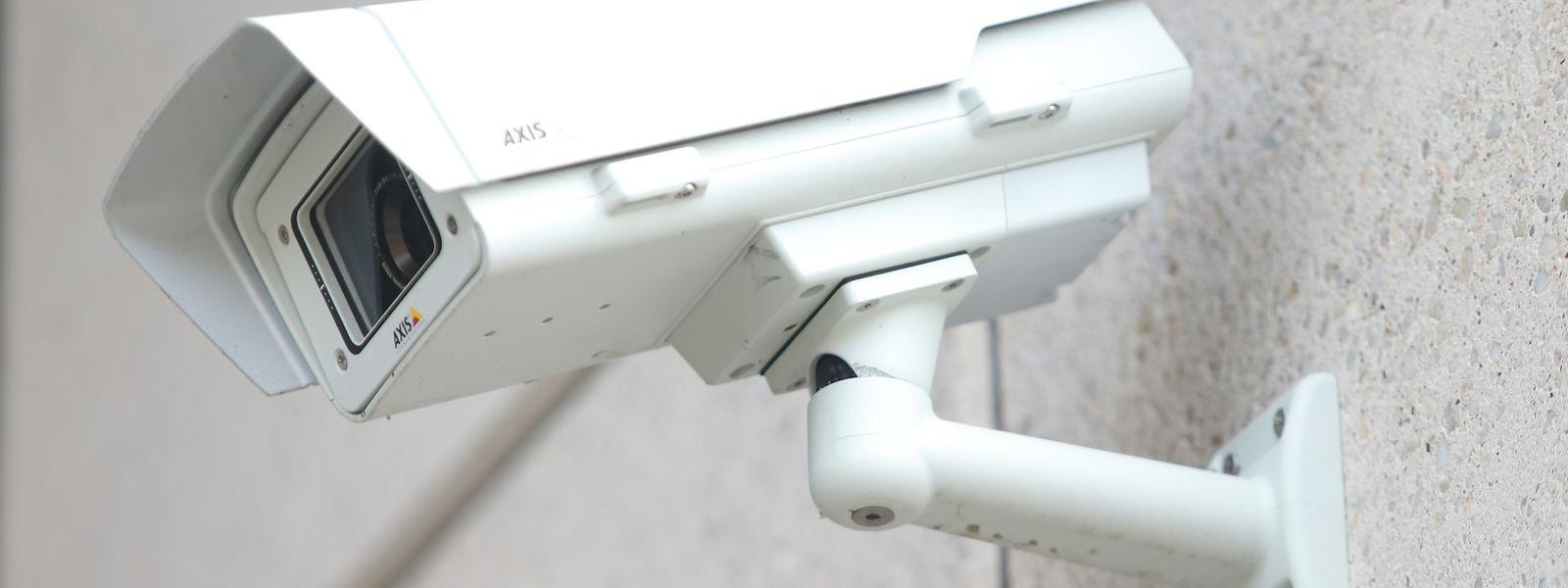 Die Software gleicht Bilder von Überwachungskameras mit Datenbanken ab.